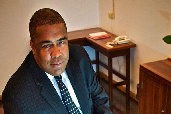 gillmore hoefdraad, minister van financiën, suriname