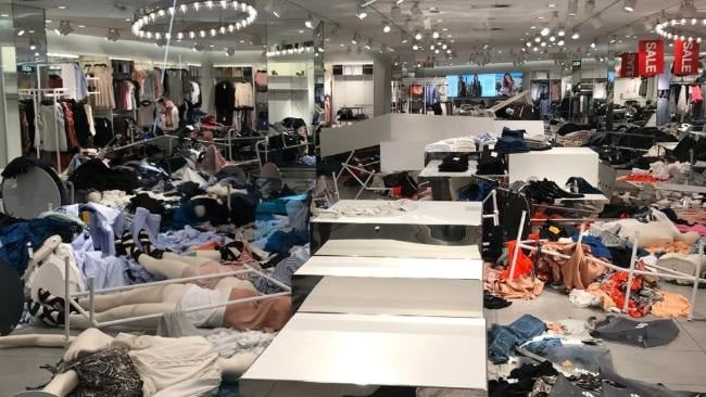 h&m, sluit winkels, demonstranten, zuid afrika