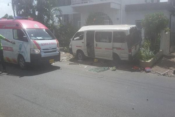 schoolbus ongeluk, suriname, paramaribo, topaasstraat, koperstraat